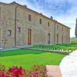 Ferienhaus Toskana TOH17001 Rasenfläche vor dem Eingang