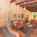 Finca Mallorca MA23607 überdachte Terrasse mit Gartenmöbel