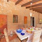 Finca Mallorca MA23607 Esstisch auf der Terrasse