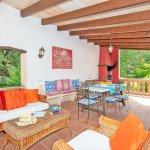 Finca Mallorca MA23607 Terrasse mit Gartenmöbel und Grill