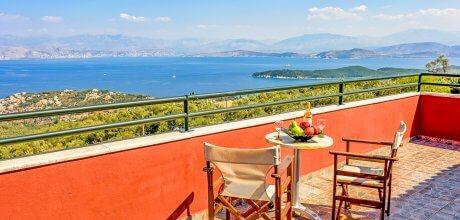 Ferienhaus Korfu Kassiopi 3604 für 6 Personen mit grossem Pool (11m x 5m) und Meerblick, Strand = 2km. Wechseltag Montag, Nebensaison flexibel auf Anfrage – Mindestmietzeit 1 Woche.