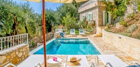 Ferienhaus Korfu Nissaki 3602 mit Pool und Meerblick für 5 Personen, Strand = 2,7 km. Wechseltag Montag – Nebensaison flexibel auf Anfrage – Mindestmietzeit 1 Woche.