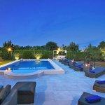 Luxus-Finca Pollensa MA5371 Poolterrasse am Abend