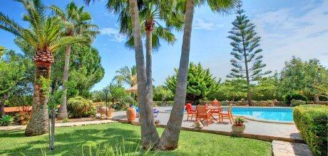 Strand-Ferienhaus Cala Sanau 2210 mit Pool auf gepflegtem Gartengrundstück in Strandnähe (800m) für 4 Personen zu mieten. Der Wechseltag ist Freitag.