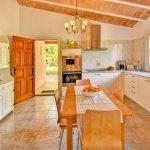 Ferienhaus Mallorca MA2310 Esstisch in der Küche