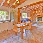 Ferienhaus Mallorca MA2310 Küche mit angrenzendem Wohnraum