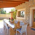 Ferienhaus Mallorca MA4170 überdachte Terrasse mit Esstisch