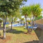 Ferienhaus Mallorca MA4170 Garten mit Sonnenliegen am Pool