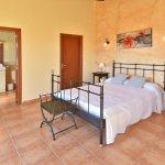 Ferienhaus Mallorca MA4807 Schlafraum mit Doppelbett