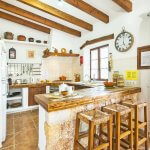 Finca Mallorca MA2003 Küchentheke mit Stühlen