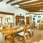 Finca Mallorca MA2003 offene Küche mit Esstisch
