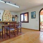 Strandvilla Cala Sanau MA3879 Küche mit Zugang zur Terrasse