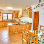 Villa Mallorca MA4680 offene Küche mit Tisch