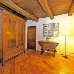 Ferienhaus Toskana TOH402 Raum mit Schrank