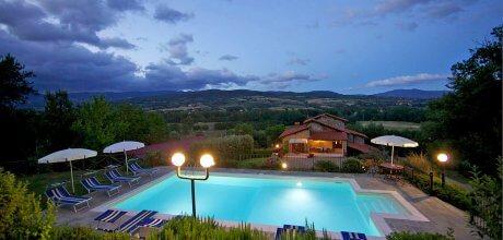 Ferienhaus Toskana mit Pool Borgo Collina 402 für 10 Personen mit herrlichem Ausblick, kostenlose Stornierung bis 45 Tage vor Anreise für alle Neubuchungen, Wechseltag Samstag, Nebensaison flexibel auf Anfrage.