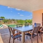 Ferienhaus Mallorca MA3481 Esstisch auf der überdachten Terrasse