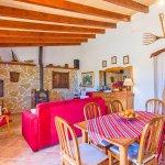 Ferienhaus Mallorca MA2171 Wohnbereich mit Esstisch