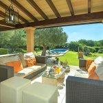 Finca Mallorca MA33777 überdachte Terrasse mit Gartenmöbel