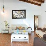 Finca Mallorca MA33777 Couchgarnitur im Wohnraum