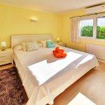 Ferienhaus Mallorca MA3970 Schlafzimmer mit Doppelbett