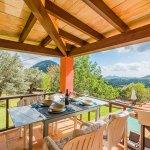 Ferienhaus Mallorca MA2020 überdachte Terrasse mit Blick auf den Pool