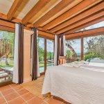 Ferienhaus Mallorca MA2020 Schlafzimmer mit Blick in den Garten