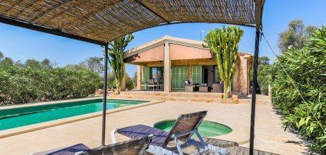 Mallorca Südostküste – Ferienhaus Llombards 2316 für 4 Personen mit Pool und separatem Kinderpool, Strand = 3,5 km. An- und Abreisetag flexibel auf Anfrage – Mindestmietzeit 1 Woche.