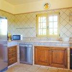 Ferienhaus Mallorca MA3890 Küche mit grossem Kühlschrank