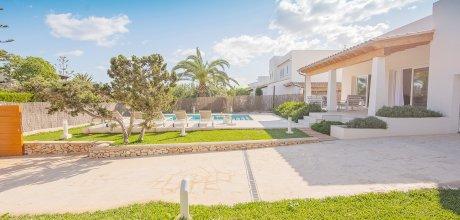 Mallorca Südostküste – Villa Cala D'Or 4818 für 8 Personen mit privatem Pool, Strand = 450m. An- und Abreisetag flexibel auf Anfrage – Mindestmietzeit 1 Woche.
