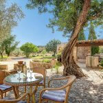 Finca Mallorca MA4313 Terrasse mit Gartenmöbeln