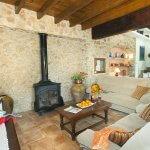 Finca Mallorca MA4313 Wohnraum mit Kaminofen