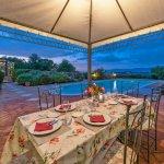 Villa Toskana TOH940 Esstisch auf der Terrasse