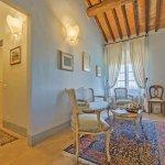 Villa Toskana TOH940 Flur mit Sitzgelegenheit