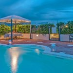 Villa Toskana TOH940 Poolterrasse am Abend