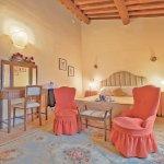 Villa Toskana TOH940 Schlafzimmer mit Sessel