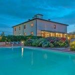 Villa Toskana TOH940 mit Pool am Abend