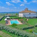 Villa Toskana mit Swimmingpool TOH940