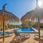 Ferienhaus Mallorca MA3989 Sonnenschirme am Pool