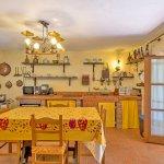 Ferienhaus Toskana TOH525 Küche mit Tisch