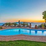 Villa Toskana am Meer TOH790 Pool in der Dämmerung