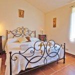 Ferienhaus Toskana TOH424 Doppelbett im Schlafraum (2)