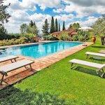 Ferienhaus Toskana TOH424 Pool mit Sonnenliegen