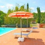 Ferienhaus Toskana TOH625 Sonnenschirm am Pool
