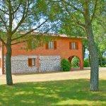 Ferienhaus Toskana TOH625 mit schattenspendenden Baeumen