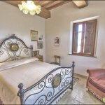 Ferienhaus Toskana TOH635 Schlafraum mit Doppelbett