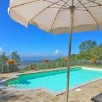 Ferienhaus Toskana TOH960 Sonnenschirme am Pool