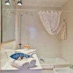 Villa Mallorca MA5549 Bad mit Wanne_bearbeitet-1